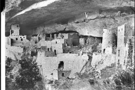 View of the Cliff Palace at Mesa Verde. By Pierce, C.C. (Charles C.), 1861-1946 [Public domain], via Wikimedia Commons
